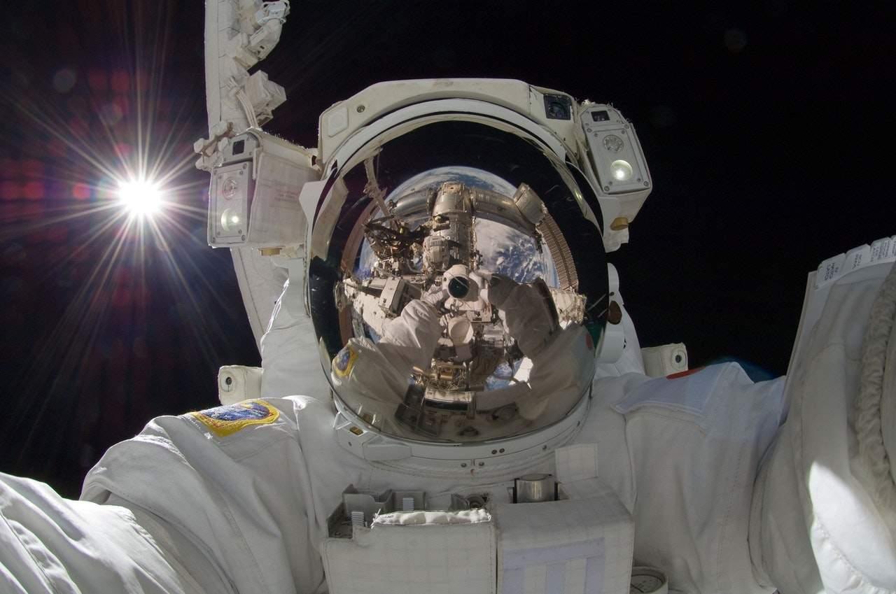 От спутников до космических станций. История освоения космоса в одной картинке