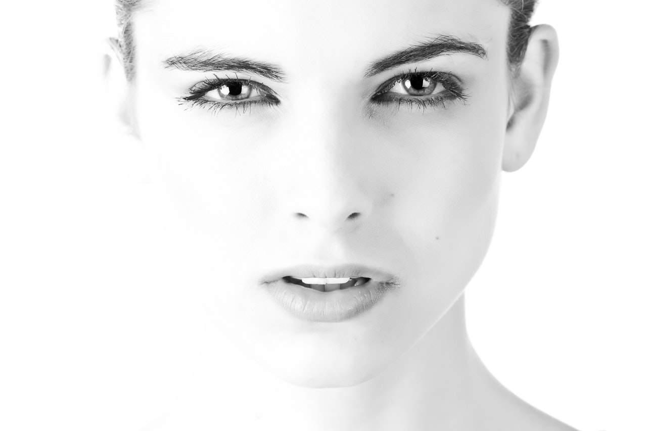 8 натуральных средств для устранения жирного блеска на лице